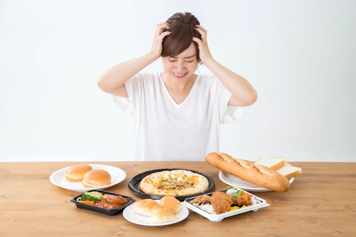 食欲で悩む女性