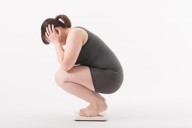 体重で悩む女性