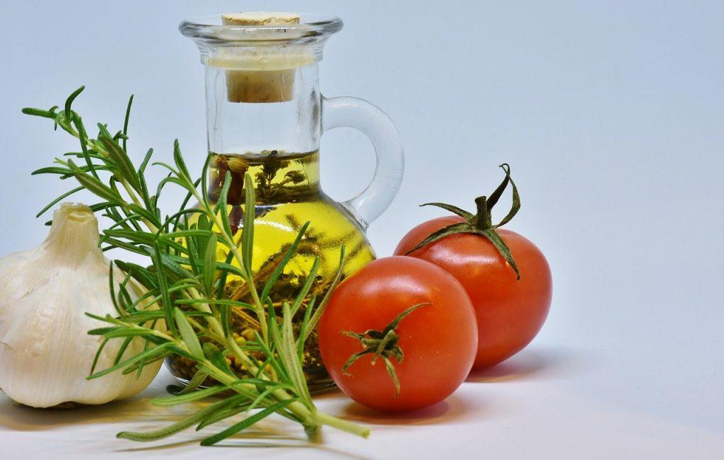 オリーブオイルとトマト