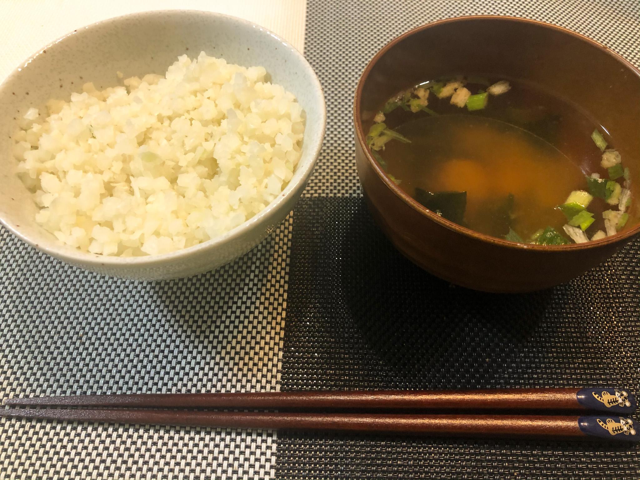 カリフラワーライスと味噌汁