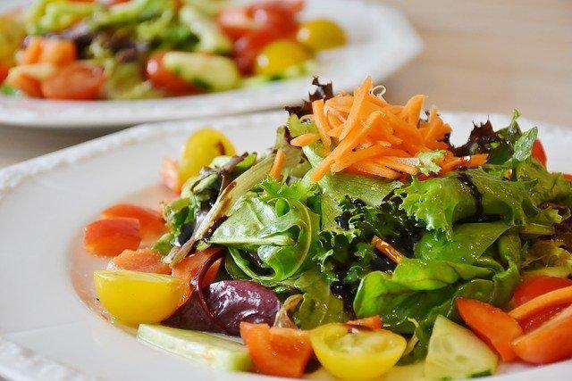 彩とりどりな野菜サラダ