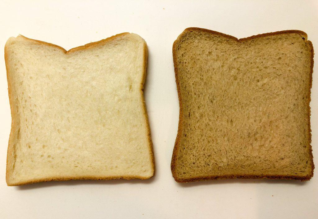 食パンとローソンブラン入り食パンの比較
